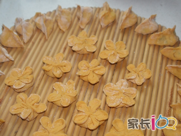 梵音     时间: 2011-11-28 16:30   番茄小兔和南瓜梅花饺子都超可爱