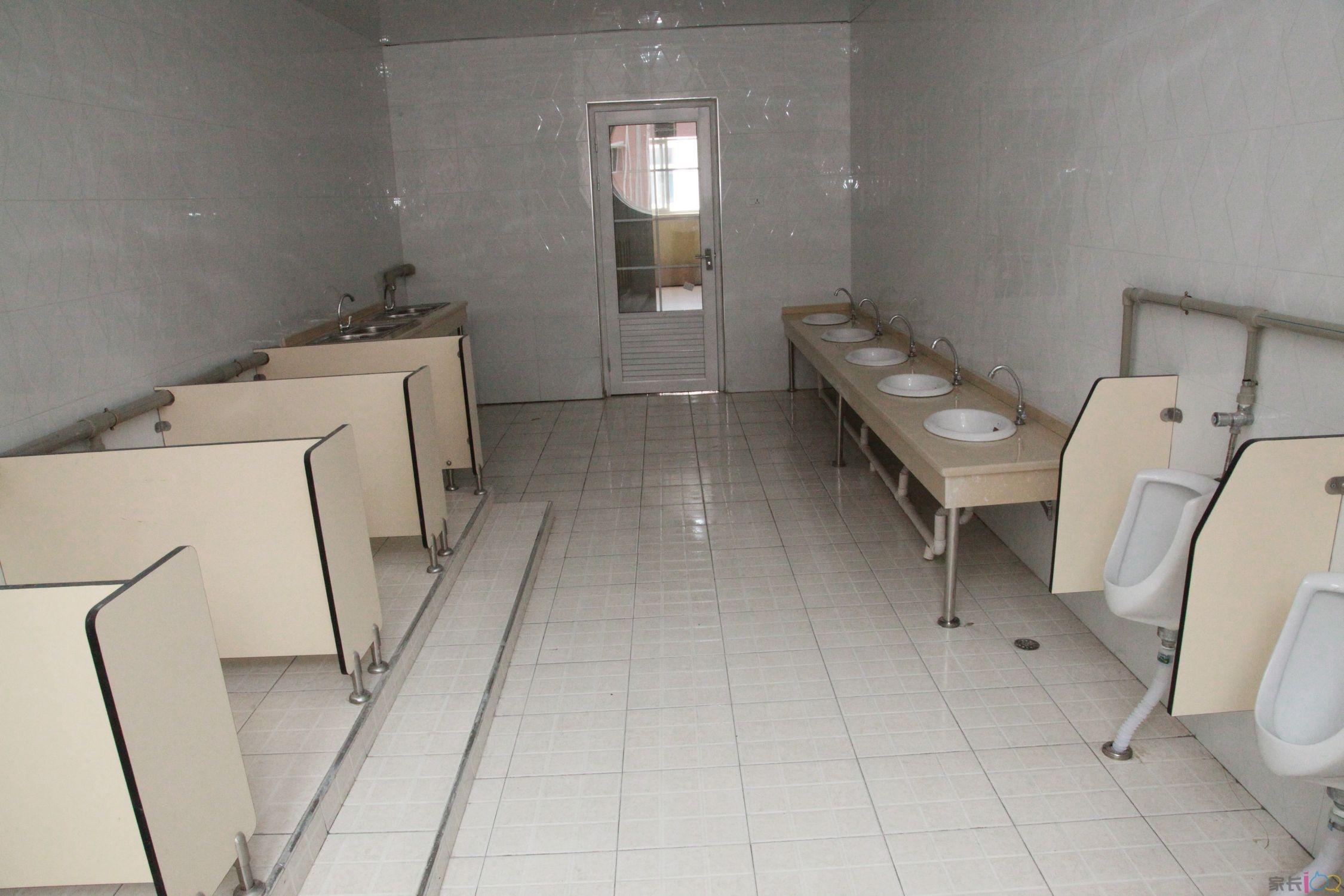 幼儿园厕所洗手瓷环境布置