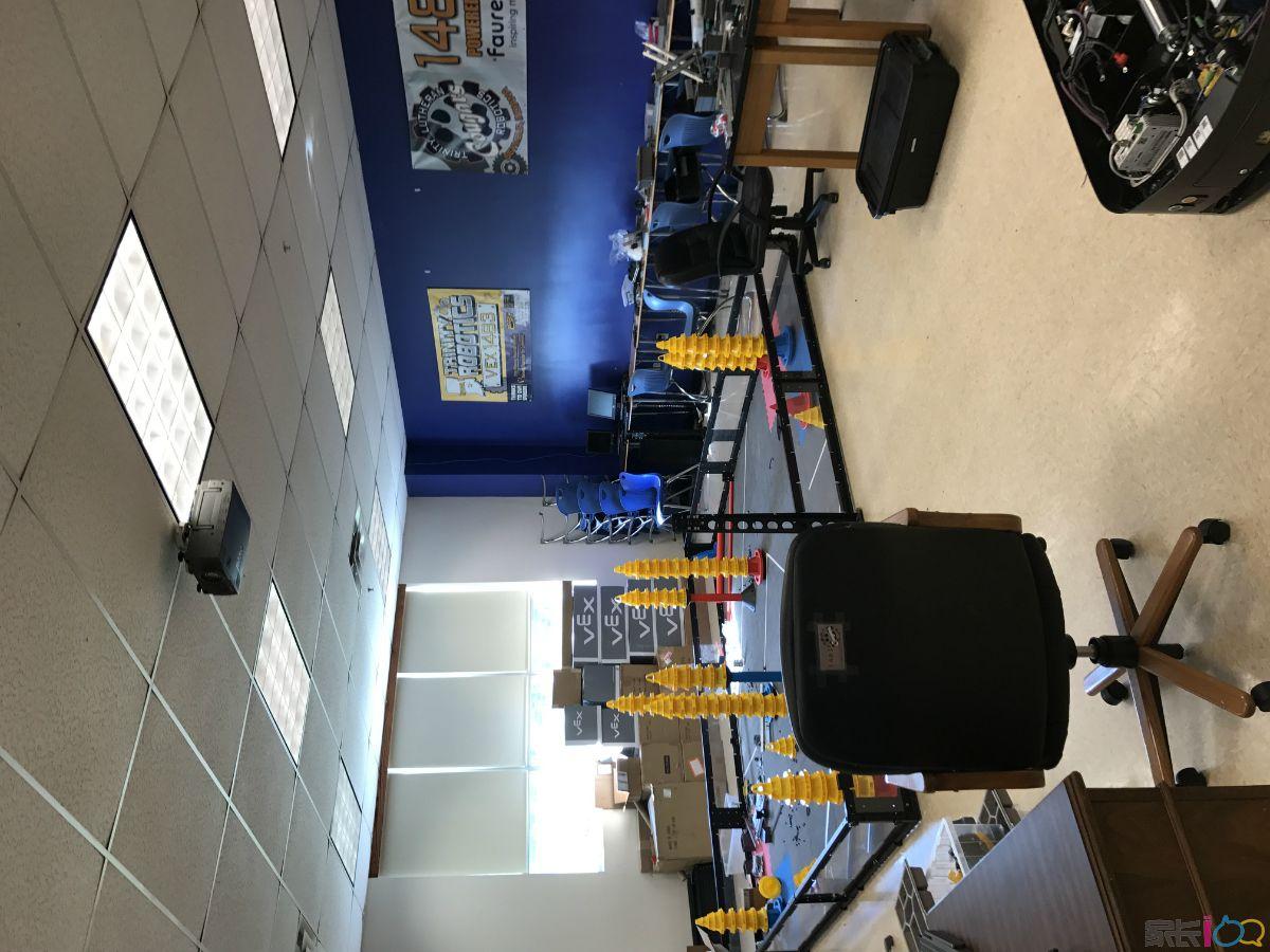小哥哥学校机器人教室