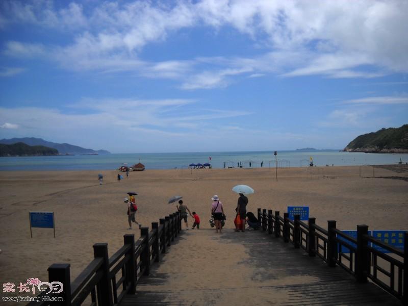 三亚海滩一家人旅游