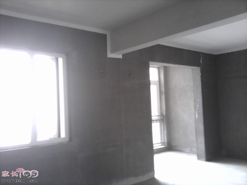 這是我家的兩個臥室,中間一個梁隔開,裝修時,我們會把它包起來,不然